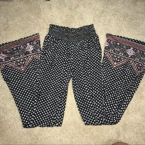 👑4 for $25👑 EUC Pattern Pants in black & white